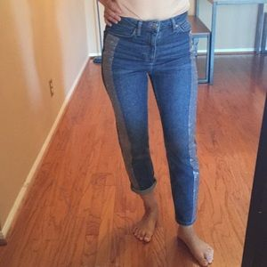 Topshop Moro mid rise jeans. Size fit 25